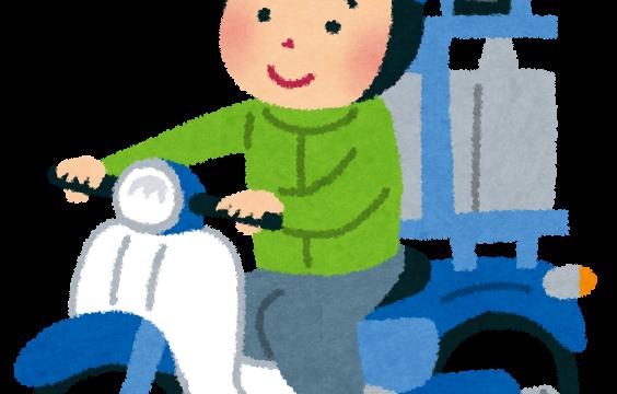 バイクに乗って出前に向かう男性