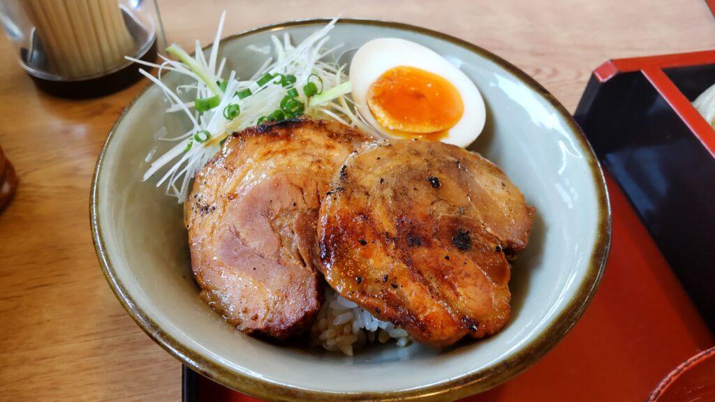 松よし 炙り焼きチャーシュー丼セット(冷たいそば)